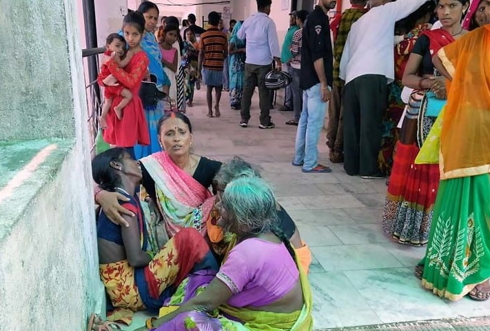 <p>Three persons were dead and two persons were hospitalised due to lightning during the past 24 hours in Garhwa.With the locals backing they were admitted at hospital where the condition…