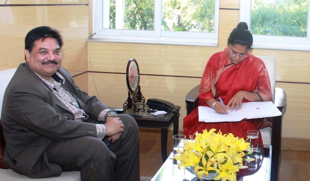 <p>झारखंड के नए मुख्य सचिव सुधीर त्रिपाठी ने कहा है कि उनकी प्राथमिकता सरकार द्वारा राज्य में किये जा रहे विकास एवं कल्याणकारी कार्यों को गति प्रदान करना होगा। उन्होंने कहा कि राज्य&#8230;