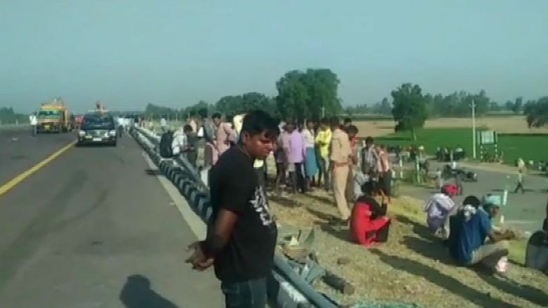 <p>11 people were killed and 25 others injured after a speeding double-decker bus rammed into a truck following a brake failure at National Highway 2 near Hazaribagh in Jharkhand.</p>…