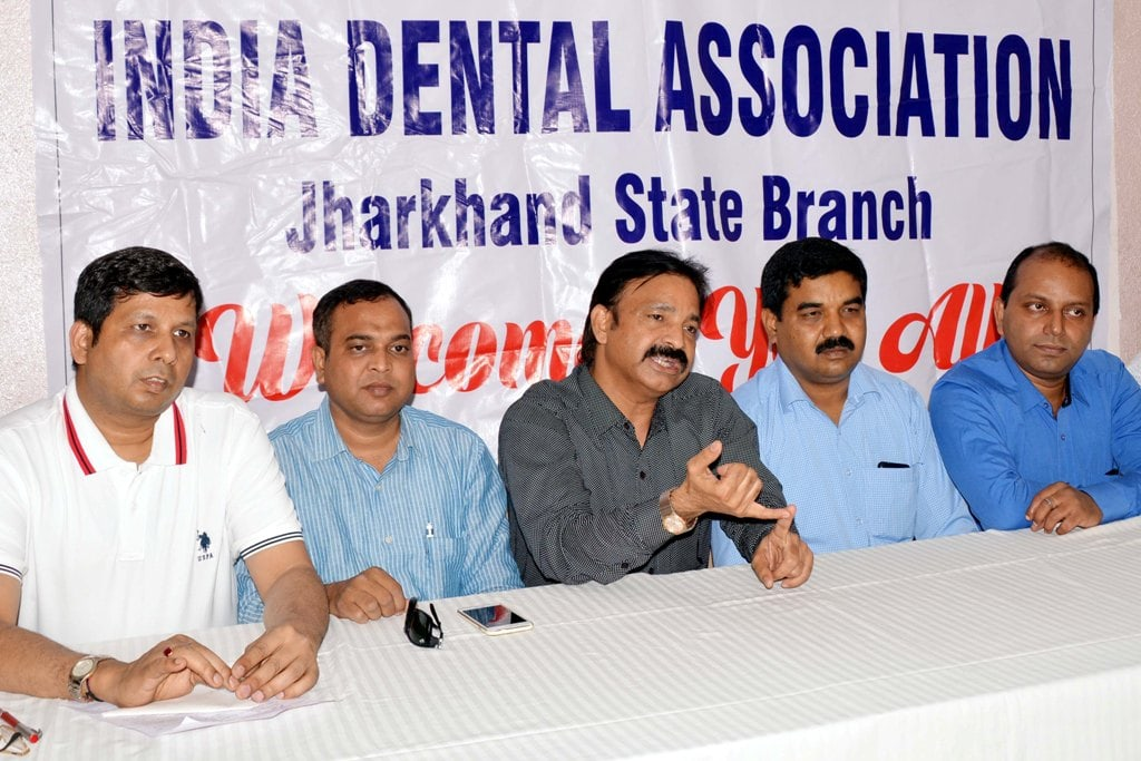 <p>Members of India Dental Association during a press meet in Ranchi on Wednesday.</p>