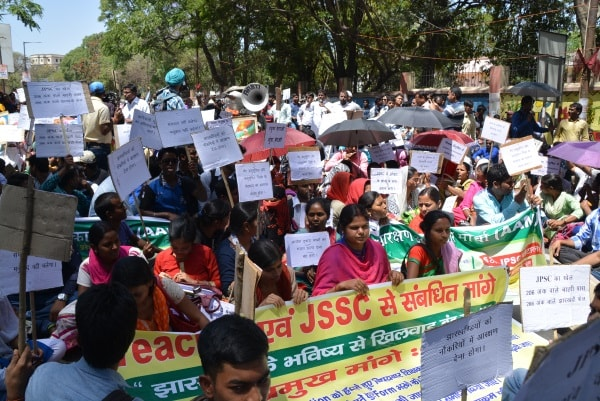 <p>Students protesting outside JPSC office in Ranchi alleging it had not followed reservation policy connected with the SC,ST and OBCs in its 6th PT Results.&nbsp;&nbsp;</p>