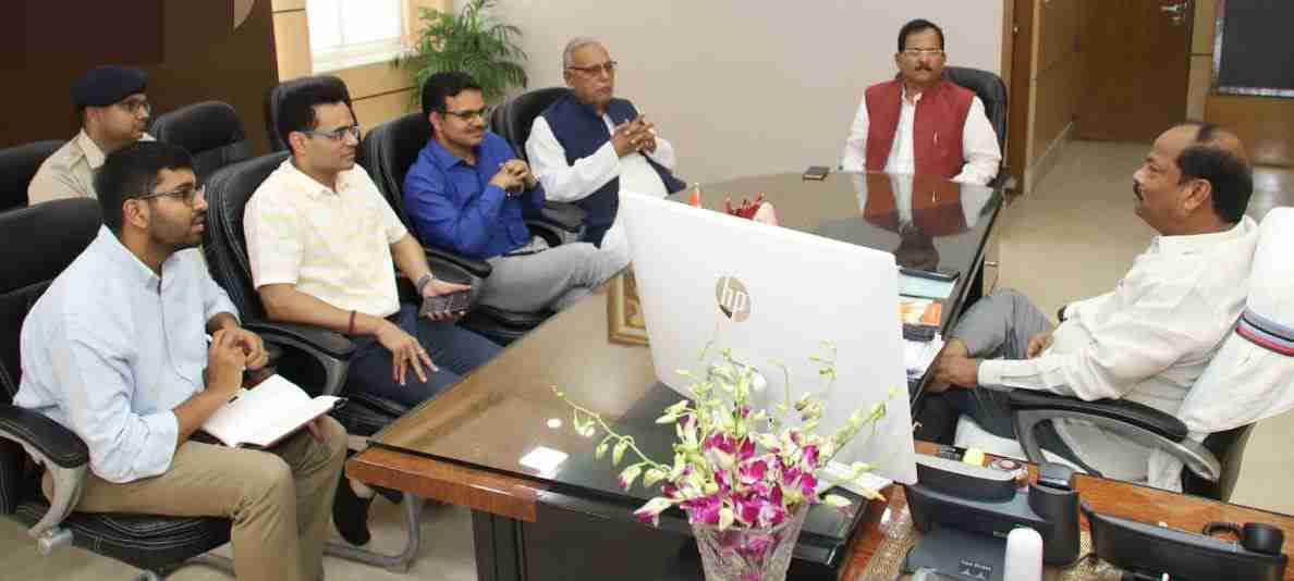 <p>Union Minister of State, AYUSH (Independent Charge) Shripad Yaso Naik met Chief Minister Raghubar Das today in Ranchi. During the meeting, detailed discussions were made about preparations…