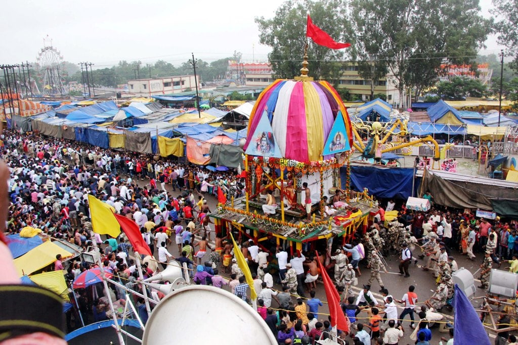 <p>Devotees pull chariots during the ongoing annual 'Ulta Rath Yatra' procession at Jagarnathpur in Ranchi on Monday.</p>