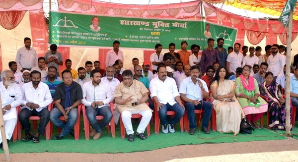 <p>JMM Leader and workers staging a protest dharna infront of Chief electoral office against Prime Minister&nbsp;Narendra Modi&rsquo;s visit to Sahebgunj on April 6,ahead of the Assembly&#8230;