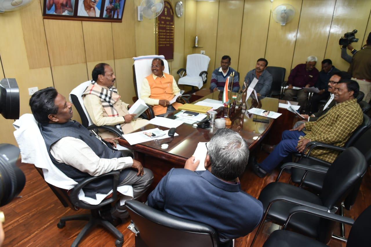 <p>मुख्यमंत्री रघुवर दास आज दिनांक 15/01/2019 को विधानसभा अध्यक्ष दिनेश उरांव द्वारा बजट सत्र के पूर्व बुलायी गई सर्वदलीय बैठक में सम्मिलित हुए।</p>
