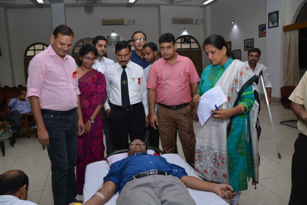 <p>Jharkhand High court officials during a blood donation camp at White Hall in Ranchi on Saturday.</p>
