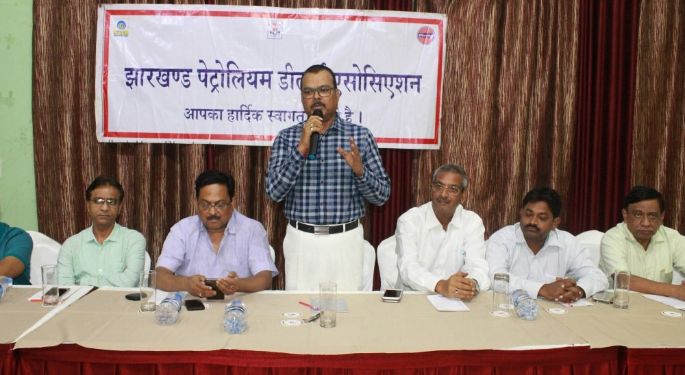 <p>Jharkhand Petroleum Dealers Association is out against the decision of the Petroleum PSUs to revise the price of petrol and diesel on a daily basis.</p>