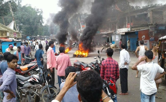 <p>Communal tension in Banso,Hazaribagh.Banso under Bishnugarh block in Hazaribagh district is in grip of religious divide.Though the security forces have clamped Section 144 Cr.PC,market&#8230;