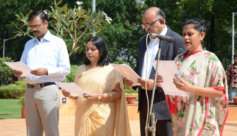 <p>Top officials took oath of unity on the first Home Minister of India Sardar Ballabh Bhai Patel&#39;s 142nd birth anniversary inside Project Bhawan in Ranchi on Tuesday.Jharkhand&#8230;