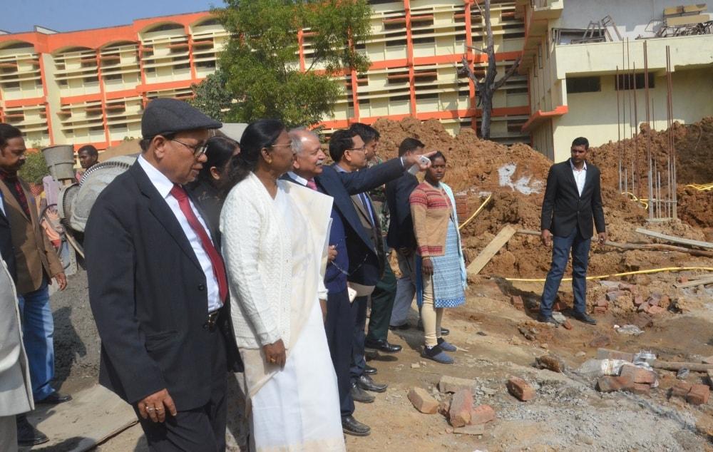 <p>माननीया राज्यपाल द्रौपदी मुर्मू ने आज जनजातीय एवं क्षेत्रीय भाषा विभाग, राँची विश्वविद्यालय के नये भवन का शिलान्यास किया। इस अवसर पर राँची विश्वविद्यालय के कुलपति प्रो. रमेश कुमार,&#8230;