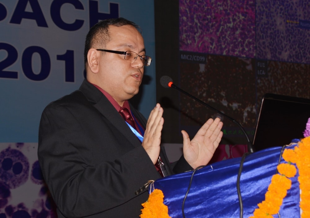 <p>Dr. Bharat Rekhi (TMH) Mumbai addresses at the 6th Annual Conference of South Asian Academy of Cytopathology and Histopathology at RIMS Auditorium in Ranchi on Saturday.</p>
