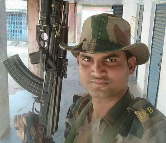 <p>गढ़वा- हत्यारा जवान गिरफ़्तार,हथियार के साथ जवान मुक्ति नारायण सिंह हुआ गिरफ़्तार,गढ़वा-मझिआंव रोड से हुई गिरफ़्तारी, पुलिस कर रही है पूछताछ, डीएसपी मुख्यालय संदीप गुप्ता ने की पुष्टि।</p>&#8230;