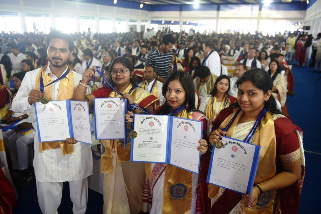 <p>Students showing their Gold Medals and certificates during the 32nd Convocation ceremony of Ranchi University, in Ranchi on Friday, March 29, 2019</p>