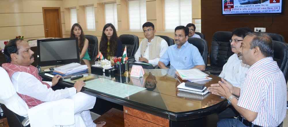 <p>&#39;Mukhya Mantri Swasth Bima Yojna&#39; will be started from Ranchi district from November 15 - Chief Minister Raghubar Das</p>