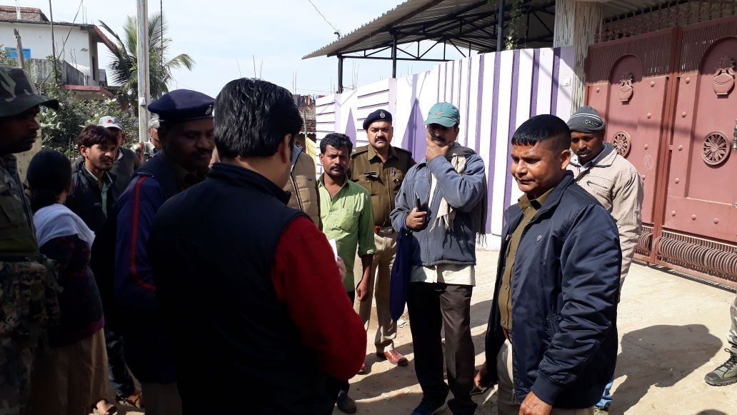 <p>A team of police led by senior officers raided the house of a sympathizer of PLFI supremo Dinesh Gope located at Adelhatu in Ranchi on Tuesday.It is believed that the house owner…