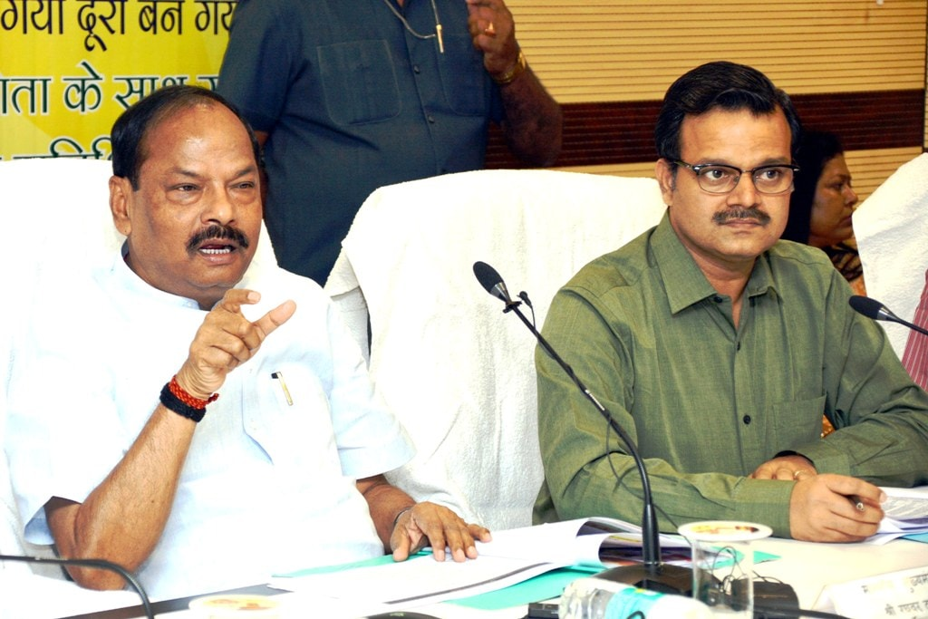 <p>Chief Minister Raghubar Das speaks during Jansamvad (Sidhi Baat) programme at Suchna Bhawan in Ranchi on Tuesday.&nbsp;</p>