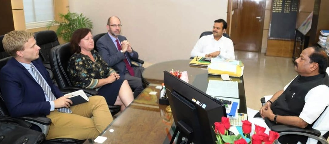 <p>मुख्यमंत्री रघुवर दास से आज दिनांक 24/10/2018 को झारखंड मंत्रालय में Dr. (Ms.) Barbel Kofler, German Federal Commissioner for Human Rights and Humanitanan Aid of India ने मुलाकात…