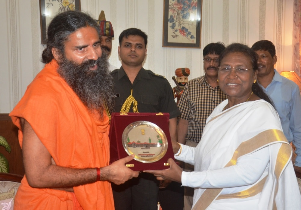 <p>Yoga guru Baba Ramdev made a&nbsp;courtesy call to Jharkhand Governor Draupadi Murmu at Raj Bhawan in Ranchi.</p>