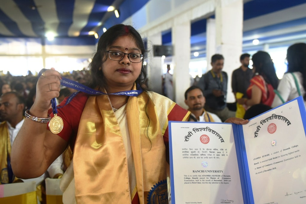 <p>A student Anamika Kumari shows her Gold Medal and certificate during the 32nd Convocation ceremony of Ranchi University, in Ranchi on Friday, March 29, 2019.</p>
