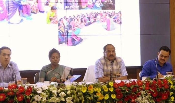 <p>मुख्यमंत्री रघुवर दास झारखण्ड मंत्रालय में राज्य भर के जिला समाज कल्याण पदाधिकारी, सहायक निदेशक, सामाजिक सुरक्षा कोषांग और बाल विकास परियोजना पदाधिकारी के साथ आयोजित बैठक में शामिल…