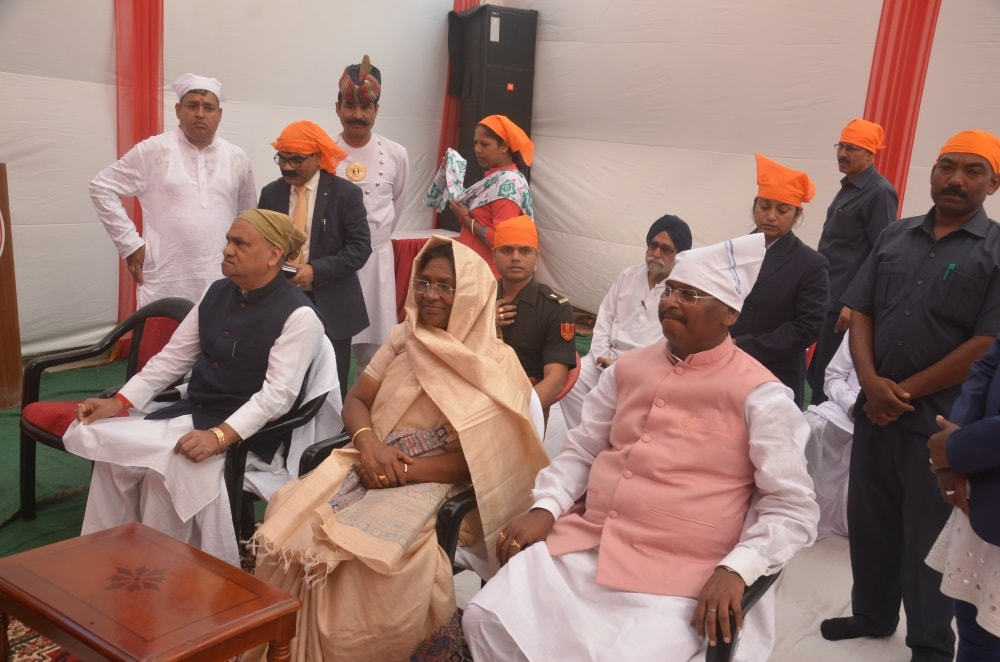 <p>Hon&#39;ble Governor Draupadi Murmu participated in Guru Nanak Lighting Festival organized by Gurdwara, Shri Nanak Satsanga Sabha, Ratu Road, Ranchi today.Minister CP Singh and&#8230;