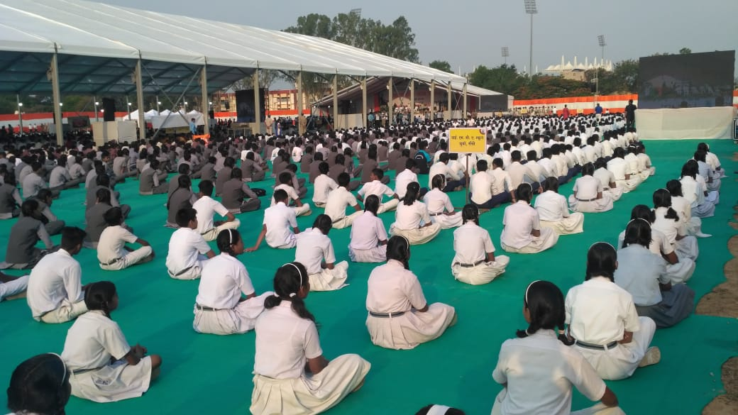 <p>School children performing Yoga on International Yoga Day in Ranchi on Thursday, June 21, 2018</p>