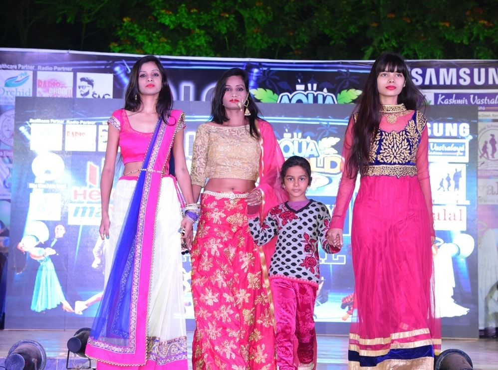 <p>A Huge crowd gathered at the &#39;Amity New Year Carnival 2017&#39; organised by Aqua World, on wednesday. The highlight of the show was&nbsp; a fashion show performed by Stirling&#8230;