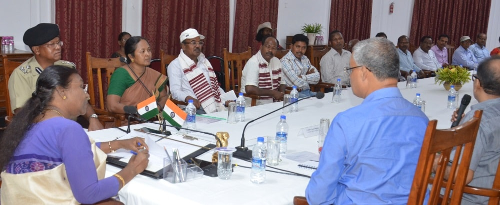 <p>Jharkhand Governor Draupadi Murmu met intellectuals of the Khardiya Tribal community inside the Raj Bhawan premise in Ranchi.</p>