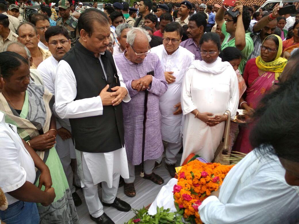 <p>झारखंड कांग्रेस के भीष्म पितामह पूर्व सांसद बागुन सुम्बरई जी को उनके&nbsp; चाईबासा के पैतृक गांव बूटा में श्रद्धांजलि दी&nbsp; पूर्व केंद्रीय मंत्री सुबोध कांत सहाय पूर्व मुख्यमंत्री&#8230;