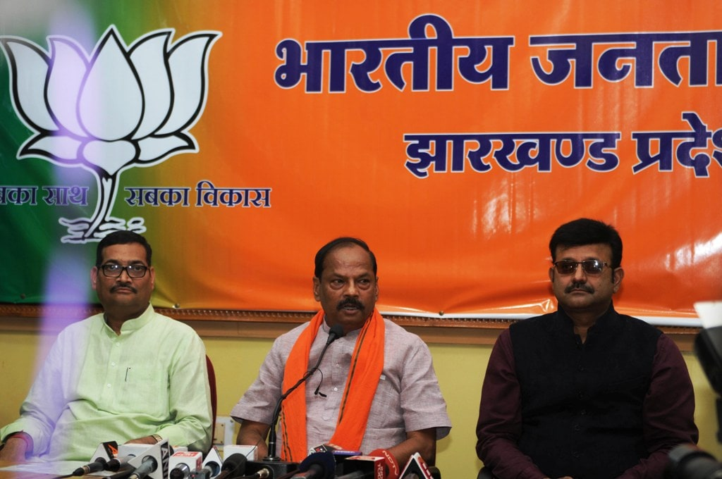 <p>Jharkhand Chief Minister Raghubar Das addresses a press conference at Party office in Ranchi on Friday</p>