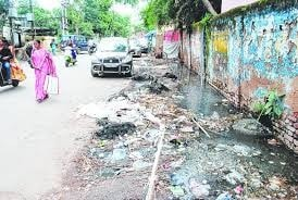 <p>A choked drain at Upper Bazar near Kotwali Police Station in Ranchi shows how Swacch Bharat Abhiyan of the PM Narendra Modi has gone for six in Jharkhand.</p>