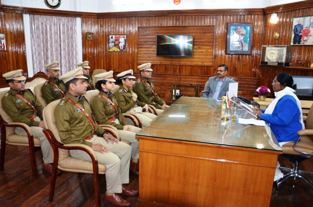 <p>IPS Probationers of 2017 batch met the Jharkhand Governor Draupadi Murmu at Raj Bhawan today.</p>