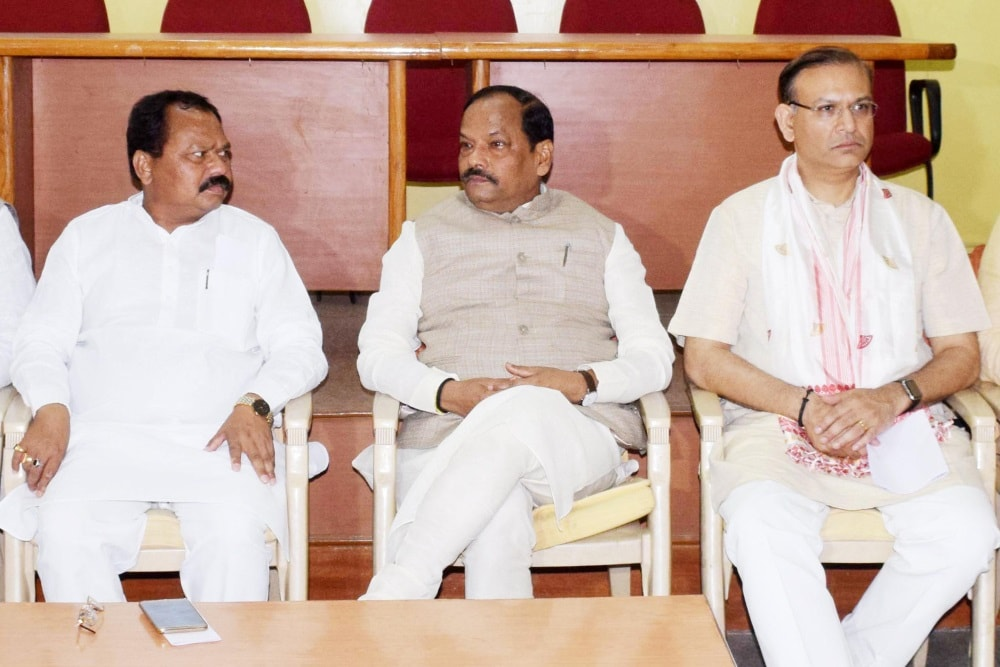 <p>Jharkhand Chief Minister Raghubar Das (C) along with Minister of State for Civil Aviation Jayant Sinha (R) and BJP State President Laxman Giluwa holds meeting with State Core Committee…