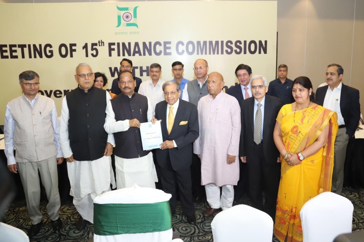 <p>रांची - 15वें वित्त आयोग की बैठक शुरू।</p>