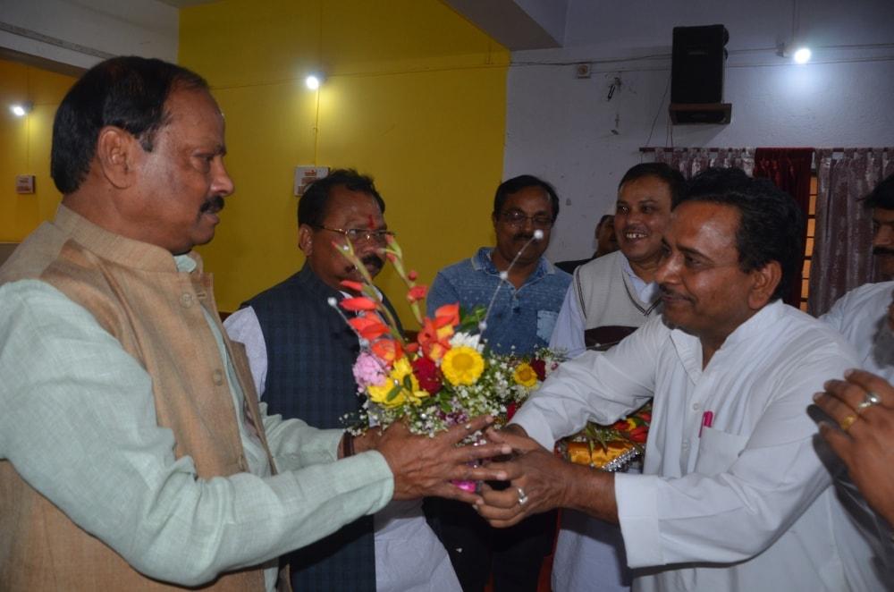 <p>मुख्यमंत्री रघुवर दास से पद्मावती जैन सरस्वती शिशु विद्या मंदिर विद्यालय,चाईबासा के एक प्रतिनिधिमंडल ने मुलाकात की |</p>