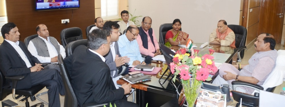 <p>In a review meeting with senior officials on the issue of Swacch Bharat Abhiyan,Chief Minister Raghubar Das directed them to undertake cleanliness work during the night hours as…
