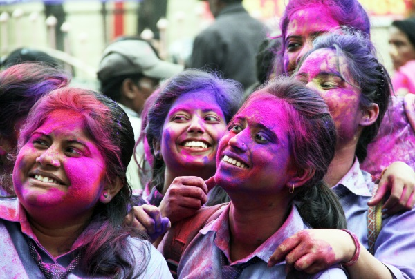 <p>Ahead of the festival of colour, students in Ranchi exchanged colours outside a school in Ranchi on Thursday.</p>