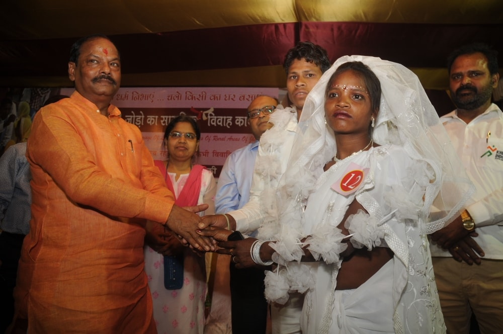 <p>Jharkhand Chief Minister Raghubar Das greets a newly married couple at&nbsp;JAP ground in Ranchi on Saturday. Around 51 poor tribal couples took part in the mass marriage ceremony.</p>&#8230;