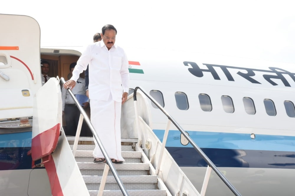 """<p>Honorable Vice President SriVenkaiah Naidu arriving at Birsa Munda airport Ranchi on Thursday. He is to take part in """"Swach Bharat"""" campaign led by the chief minister…"""