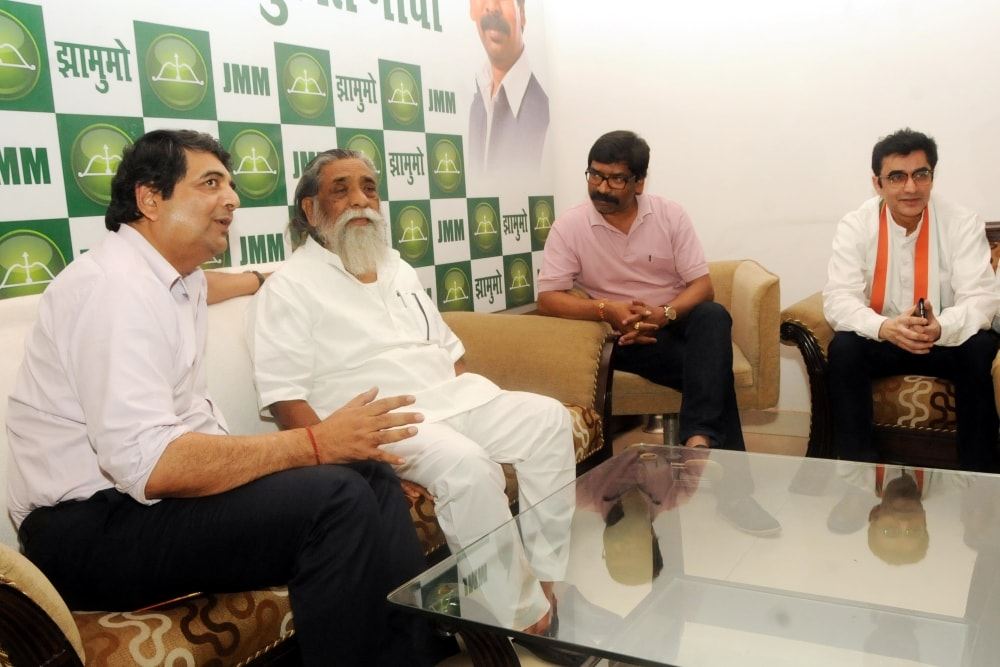 <p>JMM President Sibu Soren, JMM working president Hemant Soren, Jharkhand Congress in-charge RPN Singh and President JPCC Ajay Kumar during a meeting in Ranchi on Friday.</p>