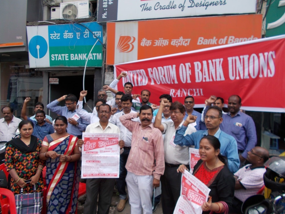 <p>United Forum of Bank Unions held demonstration in Ranchi</p>