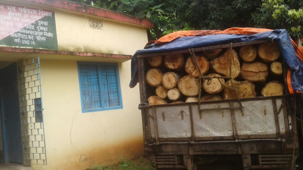 <p>A truck packed with wood was traced and seized by the state forest department officials at Bhuktandih in Shikaripara forest region in Dumka.</p>