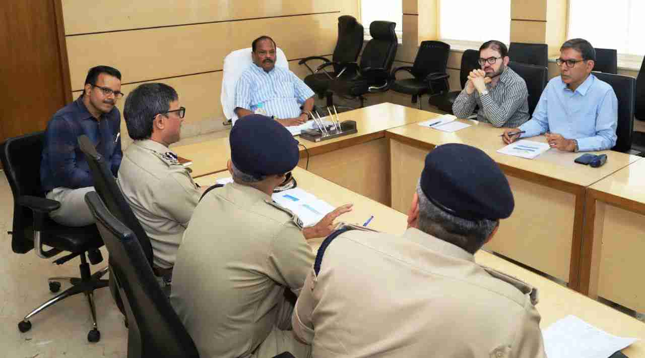 <p>Chief Minister Raghubar Das held a high-level review meeting on Naxalism in Project Building. The Chief Minister said that Jharkhand has done remarkable work in the last four and…