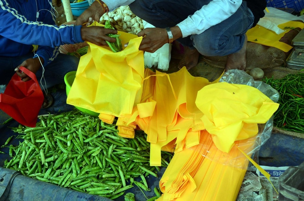 <p>Following polythene bag ban being strictly enforced by the authorities, vegetable sellers in Ranchi seen giving vegetables in cotton bags on Friday</p>