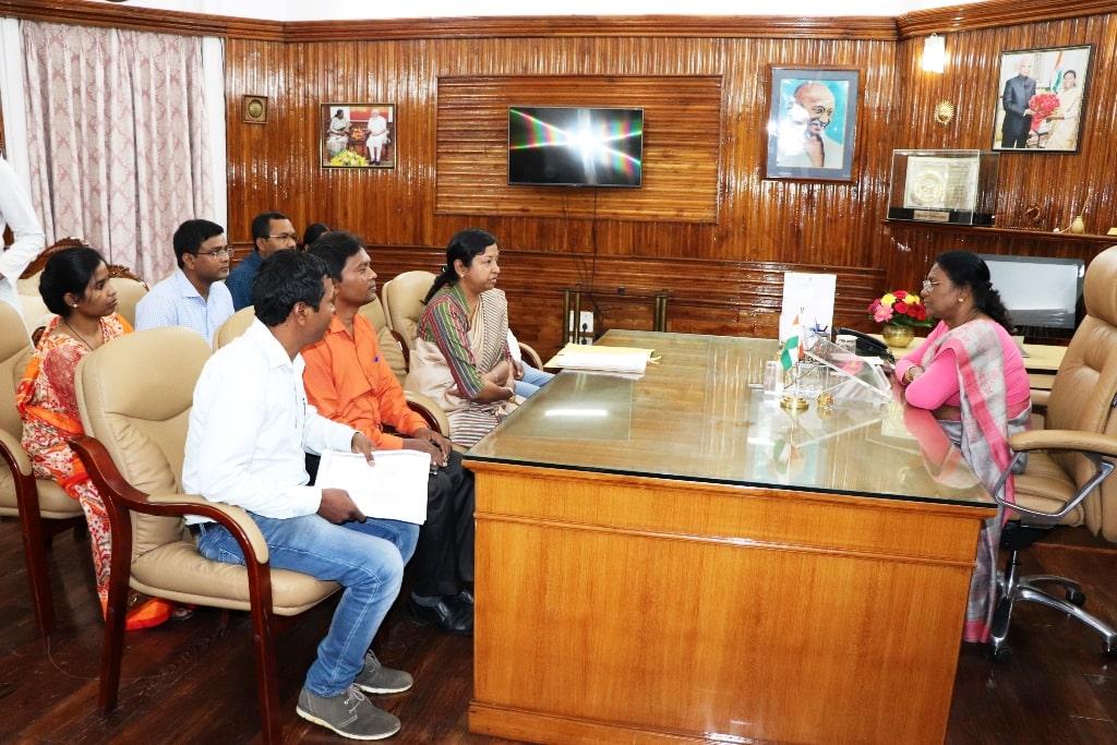 <p>माननीया राज्यपाल द्रौपदी मुर्मू से आज पूर्व विधायक गीता उरांव के नेतृत्व में एक प्रतिनिधिमंडल ने मुलाकात की।&nbsp;</p>