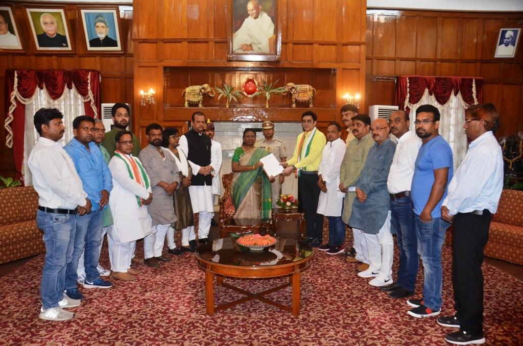 <p>माननीया राज्यपाल श्रीमती द्रौपदी मुर्मू से आज झारखंड प्रदेश कांग्रेस कमिटी के अध्यक्ष डॉ.अजय कुमार के नेतृत्व में एक प्रतिनिधिमंडल ने मुलाकात की।&nbsp;</p>