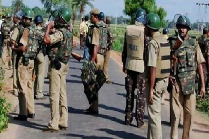 police-raid-pathalgadi-agitationists-area-in-khunti-after-3-abducted-cops-set-free