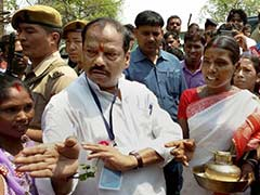 ministers-magistrates-keep-raghubar-das-mum