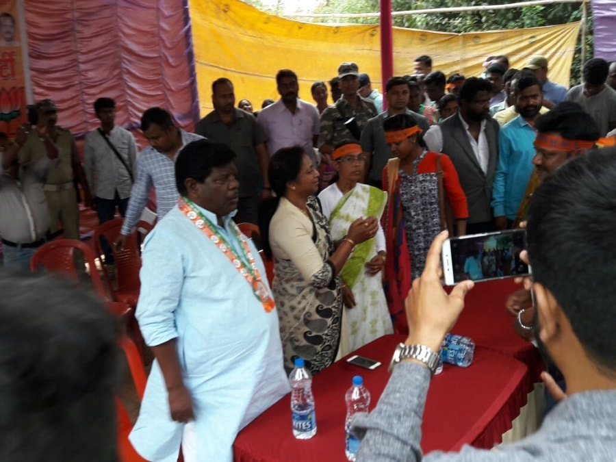 Littipara By Poll:Ex JMM MLA's wife joins BJP