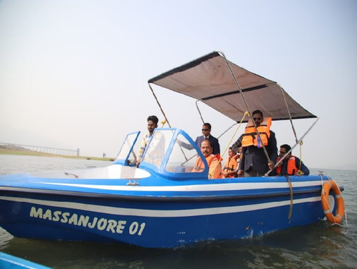 raghubar-das-takes-boat-ride-sets-up-tourist-complex-at-massanjore